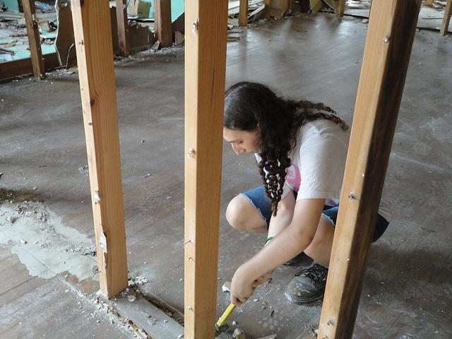 Senior+Jaclyn+Kellner+worked+for+Habitat+for+Humanity+in+Arkansas+last+summer+through+the+American+Jewish+Society+for+Service.