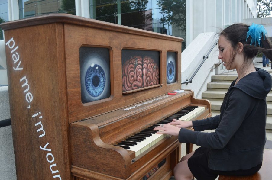 Students+participate+in+worldwide+outdoor+piano+experiment