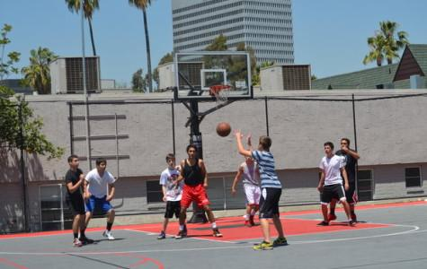 Intramural basketball ignites lunchtime mania