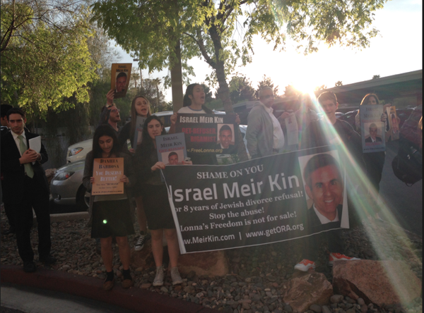 SUNSET: As the light faded in Las Vegas March 20, Shalhevet students joined others in protesting the remarriage of Israel Meir Kin, who is still halachically married to Lonna Kin.