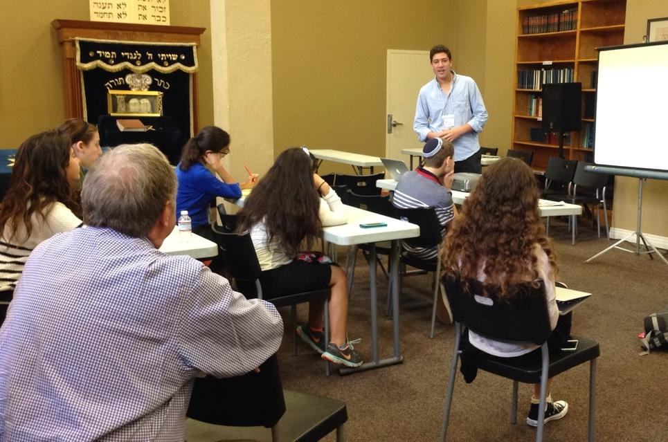 CONSTRUCT: Torah Editor Noah Rothman teaches students how to create a successful Torah Section at the JSPA Conference.
