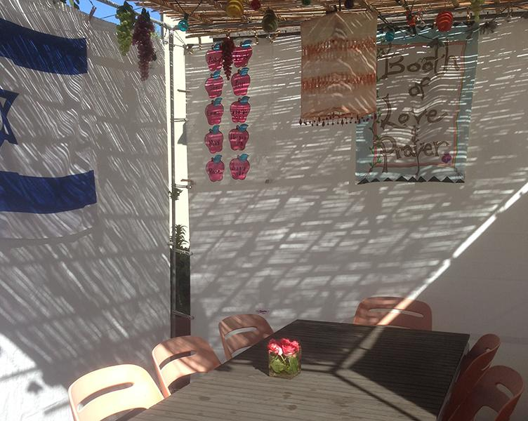 BRIGHT%3A+The+sukkah+of+senior+Rose+Lipner+adorned+with+twinkly+lights%2C+flags+and+fruit+decorations.+