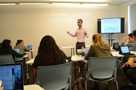 """ADJUSTMENT: Rabbi David Stein, teaching his 11th-grade Gemara class, is co-author with Reb Weissman of Shalhevet's acclaimed Lahav Talmud curriculum. """"Maybe we need to spend more time paying attention to halacha l'maaseh,"""" he said."""
