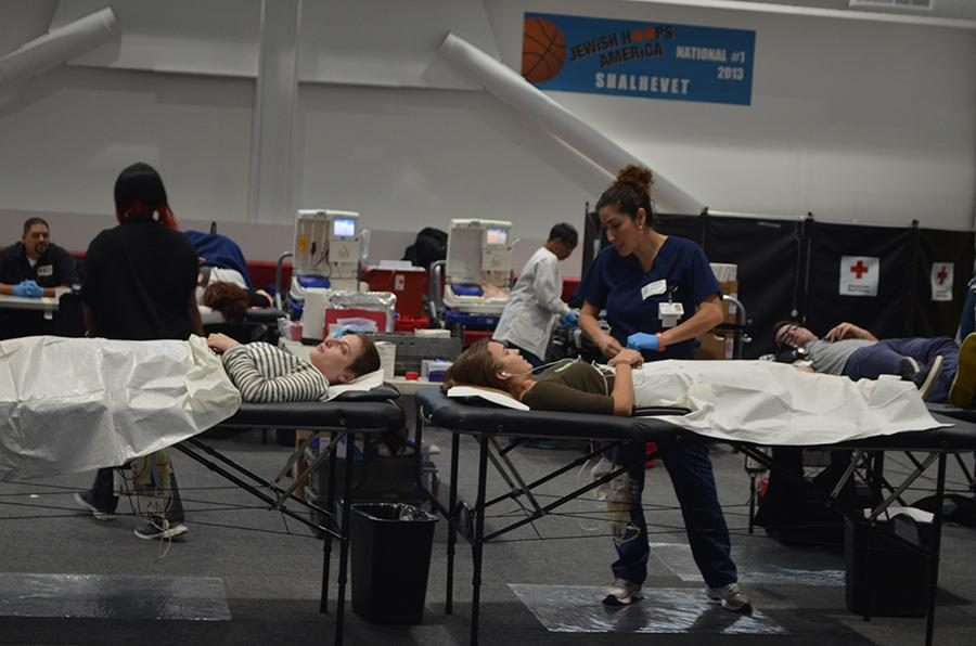 DONORS%3A+Sophomores+Noa+Segal%2C+left%2C+and+Tali+Schlact+were+among+47+volunteers+to+donate.