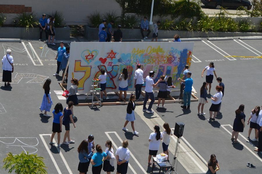 CANVAS%3A+Outside+in+the+parking+lot%2C+students+spray-painted+and+decorated+a+large+white+wall+in+honor+of+Israel%E2%80%99s+68th+year+of+independence.+