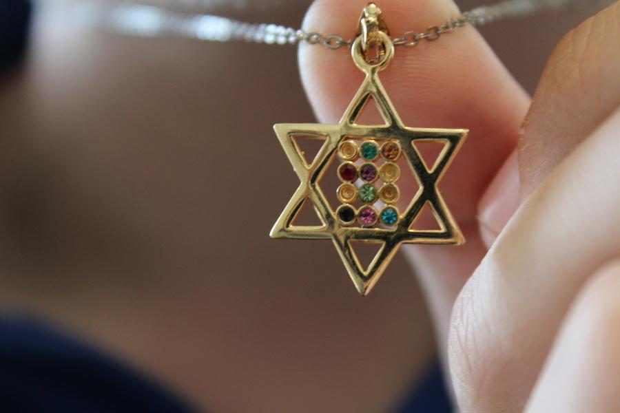 IDENTITY%3A+Micha+Thau%27s+rainbow+Magen+David+%28star+of+David%29+necklace%2C+which+he+wears+everyday%2C+represents+two+critical+elements+of+his+identity+--+Judaism+and+homosexuality.+Micha+co-founded+Shalhevet%27s+first+Gay-Straight+Alliance+earlier+this+year+in+the+hopes+of+making+any+Shalhevet+LGBT+students+feel+comfortable+and+supported.