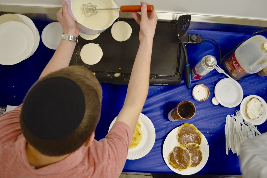 SIZZLE%3A+Senior+Ephraim+Drucker+and+business+partner+Ben+Harel+%28not+pictured%29%2C+also+knows+as+%22The+Pancake+Boys%2C%22+make+pancakes+from+scratch.+