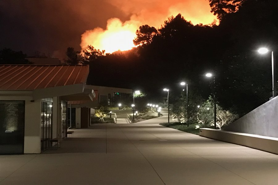 THREAT: The Leo Baeck Temple, inside the Skirball Fire evacuation zone North Sepulveda Boulevard in Bel Air, was empty Dec. 6 as flames raged in the hills above and to the east of the synagogue.  Local, state and national officials urged area residents to make plans for what to do in case of an evacuation in advance, rather than waiting until it happens. Photo by Rabbi Kenneth Chasen
