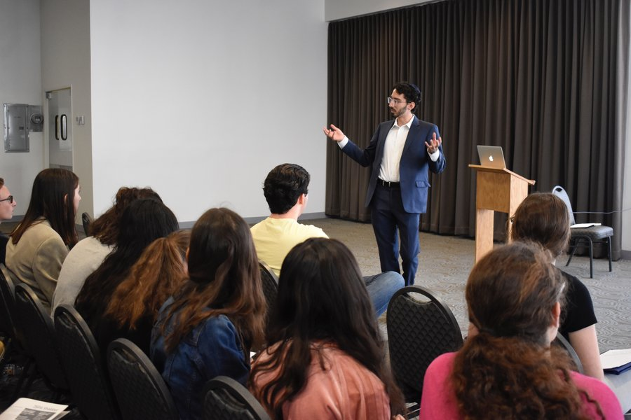 ADVOCATE: Eitan Arom, former senior writer at the Jewish Journal, told JSPA attendees how journalism can represent the downtrodden while still being true to journalistic principles. He has publicized of the plight of the Yazidi minority in Iraq.