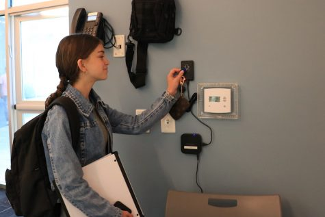 School installs new scanner system to track who's in tefillah